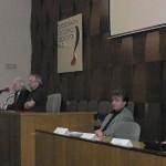 podium během kulatého stolu