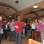 senioři tančí
