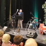 J. Nohovec zahajuje koncert jménem Krajské rady seniorů